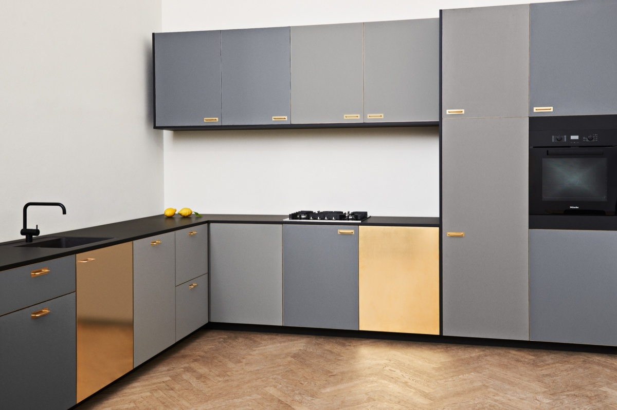 https://cdn-www.reformcph.com/L-shaped kitchen with Chelsea fronts