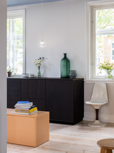 https://cdn-www.reformcph.com/Cabinets with dark fronts, kitchen showroom Lyngby