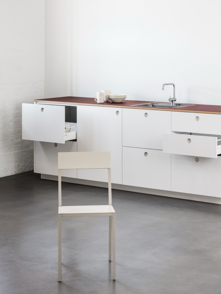 https://cdn-www.reformcph.com/Full view BASIS kitchen and standard drawers